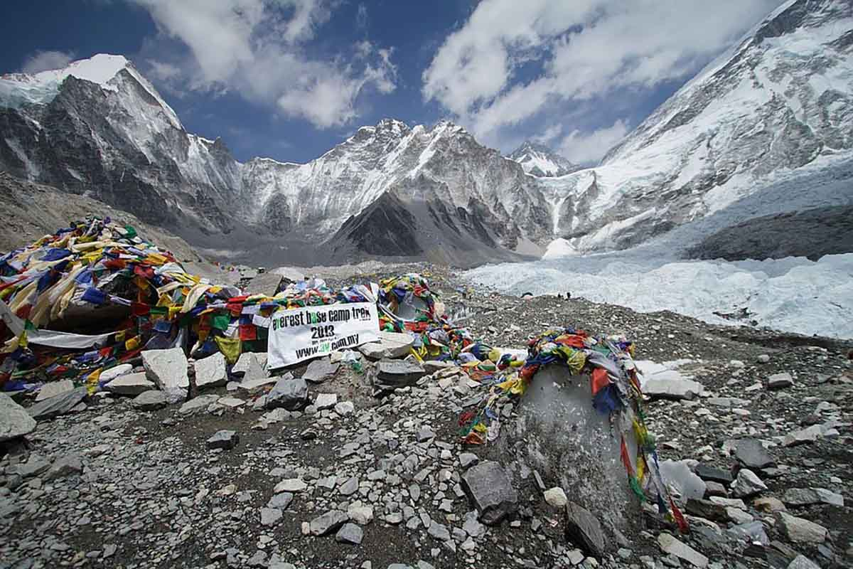 everest base camp spring season